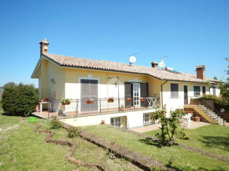 villa bifamiliare viterbo vendita con giardino foto1-101772122