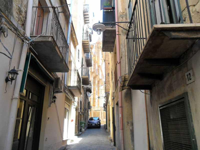appartamento in vendita a caltanissetta piazza garibaldi c so v emanuele c so umberto i v kennedy