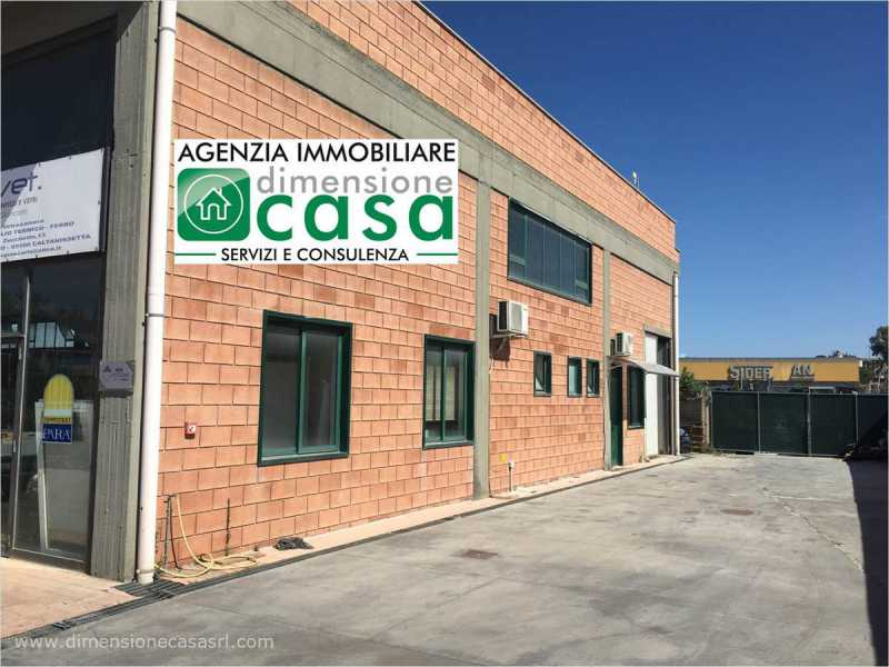 capannone in vendita a san cataldo sp6 11