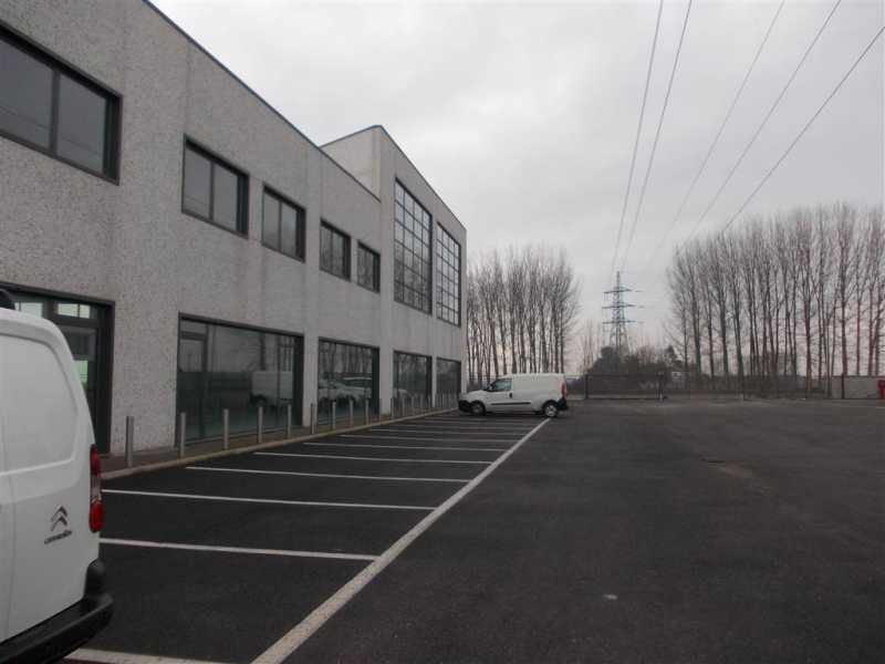 capannone in vendita a romentino foto2-25218510