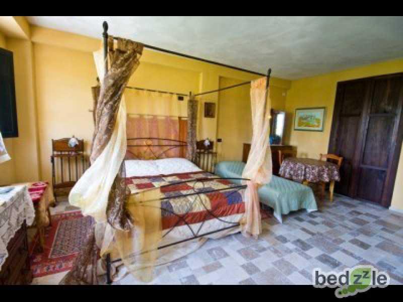 Vacanza in camera d`albergo a la morra borgata plucotti 77 foto2-26489250
