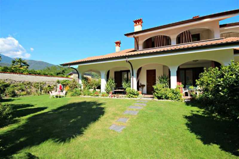 Casa bifamiliare in vendita verbania for Piani casa ranch con 3 box auto