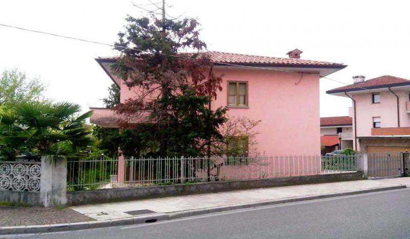 Vendita villa singola ad udine sud for Piani di casa cottage con porte cochere