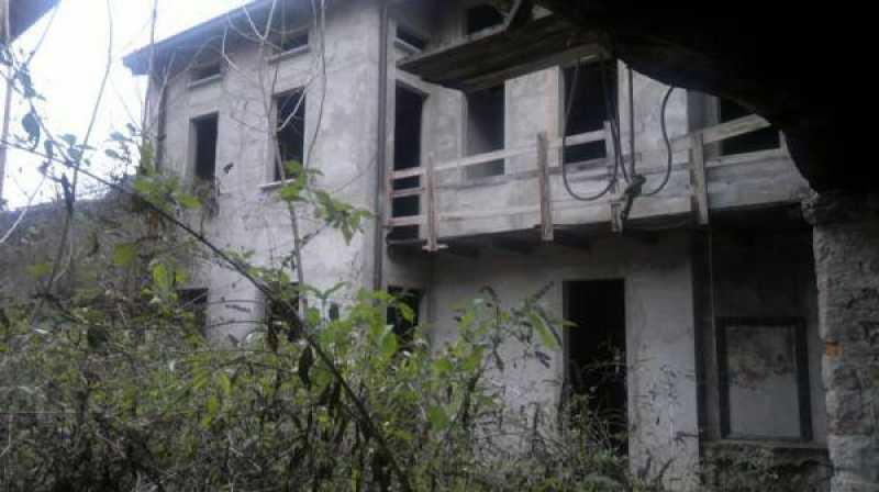 edificio stabile palazzo in ad erba foto1-65066551