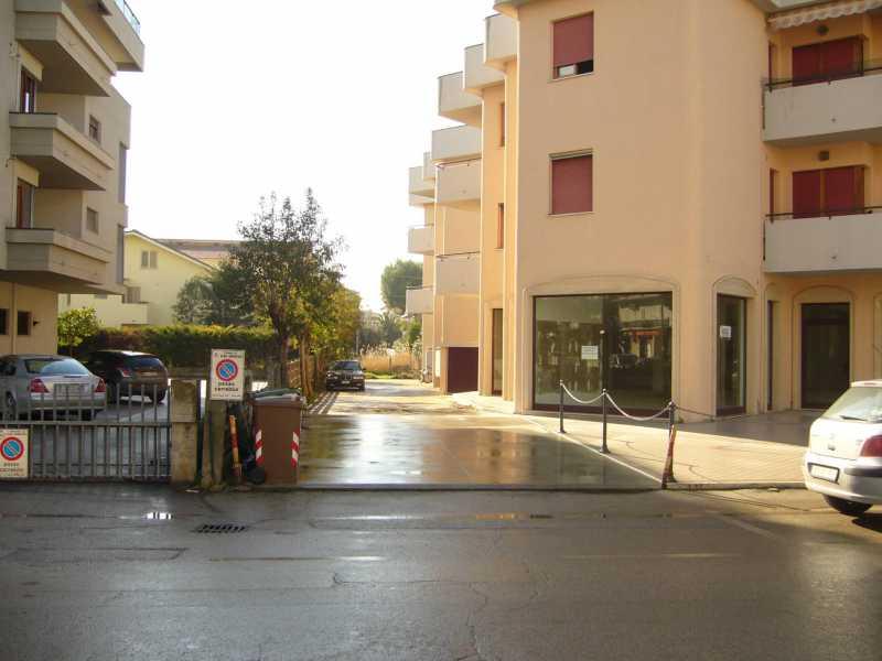 locale commerciale in affitto ad alba adriatica via mazzini foto3-72847684