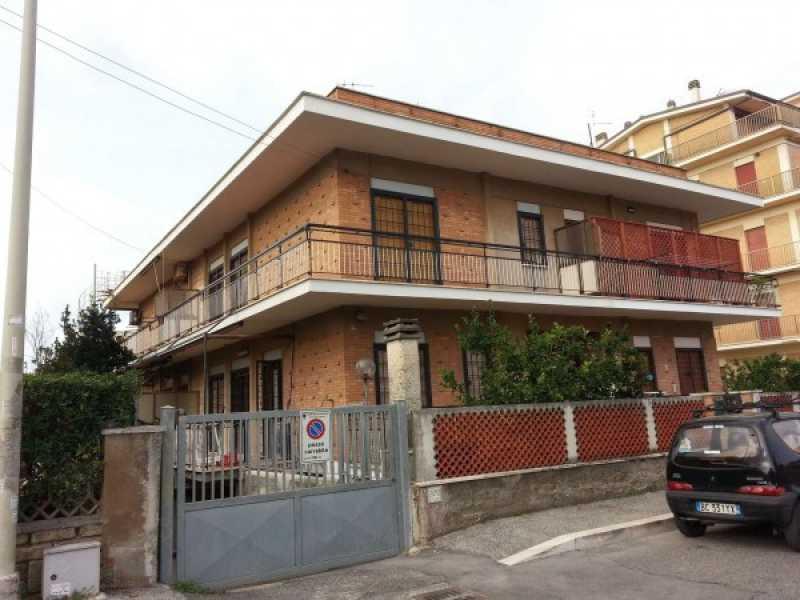 villa in pomezia torvaianica via italia 55 con giardino foto1-73400195