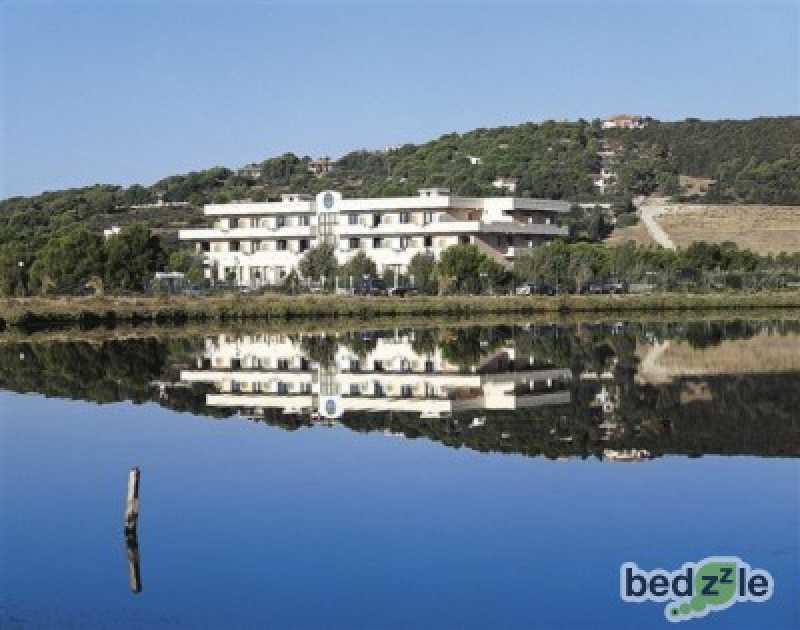 Vacanza in camera d`albergo a sant`anna arresi via delle margherite 2 foto2-74116500