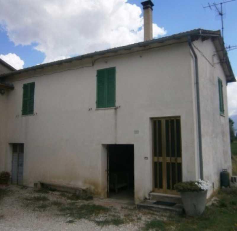 Vendita cerco casa in umbria italia perugia castel del for Creatore del piano terra del negozio