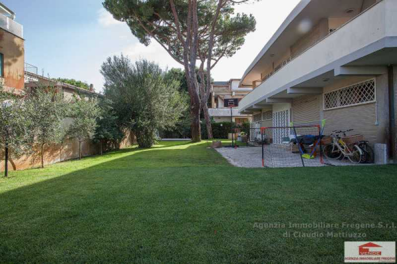 villa in vendita fregene con piscina foto1-76319344