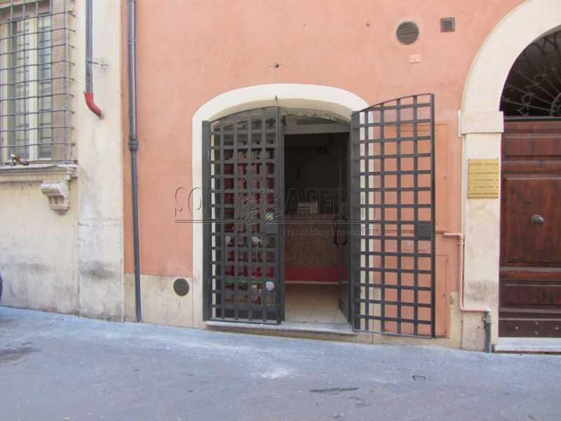 Affitto locale commerciale 3 centro storico roma libero subito for Cerco locale commerciale in affitto a roma