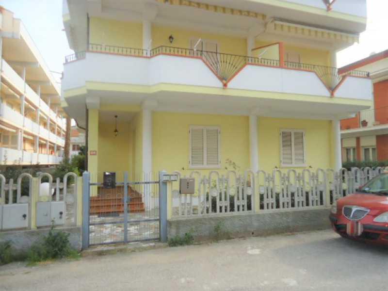 appartamento in vendita ad alba adriatica via etruria 2 foto1-83268541