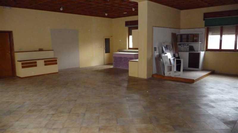 locale commerciale in vendita a castel del piano monte amiata versante grossetano foto2-84774782