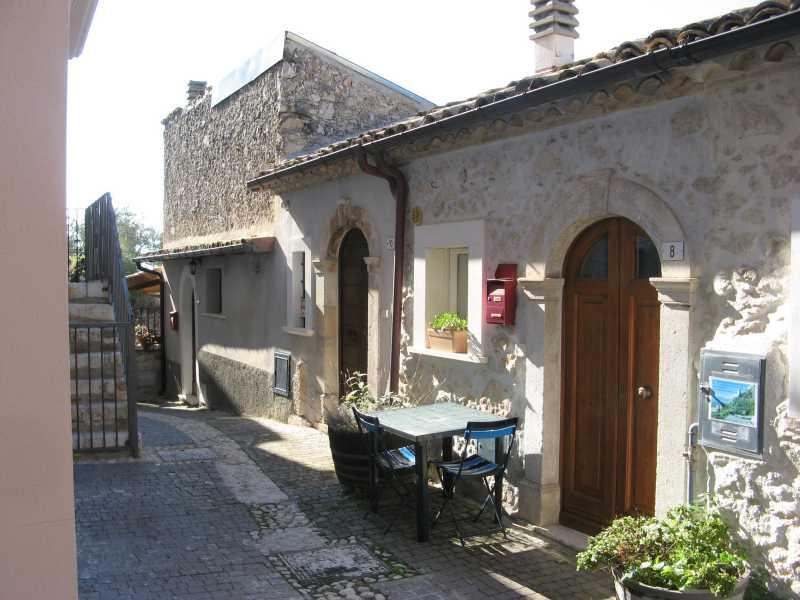 casa indipendente in vendita a roccacasale via emilio patrizi foto2-93067651