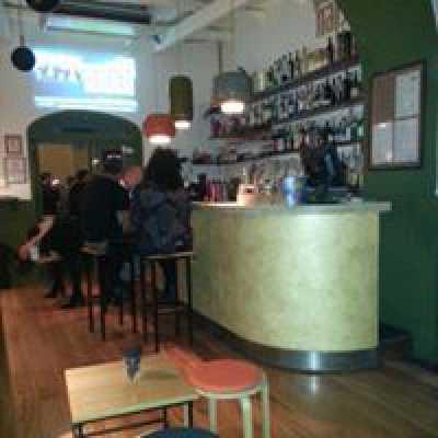 Bar in Vendita a Napoli via Ferrigni Chiaia