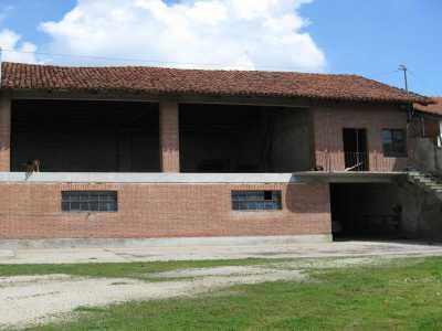 locale commerciale in Vendita a Carignano