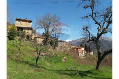 Rustico Casale Corte in Vendita a Bagni di Lucca Pieve di Monti di Villa