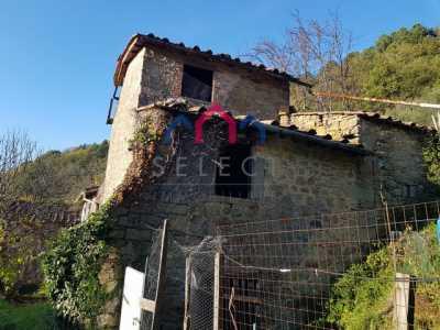 Rustico Casale Corte in Vendita a Bagni di Lucca Benabbio