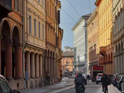 palazzo / stabile in Vendita a bologna via farini