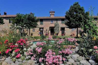Rustico Casale Corte in Vendita a Castiglione del Lago Castiglione del Lago
