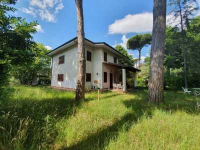 Villa in Vendita a Forte Dei Marmi via Alessandro Volta 7