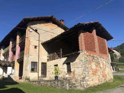 Rustico Casale Corte in Vendita a Biella Cossila Favaro Oropa