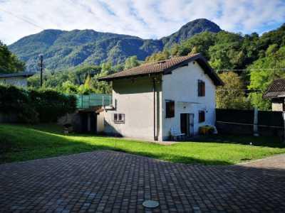 Villa in Vendita a Castelveccana via Alla Maltra