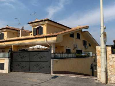 Villa in Vendita a Guidonia Montecelio via Castel Madama