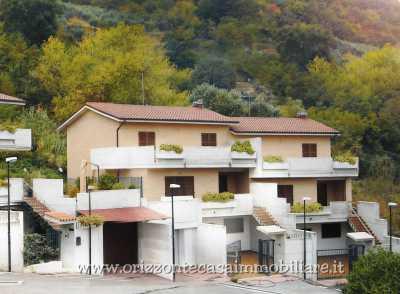 Villa a Schiera in Vendita ad Ascoli Piceno Lisciano