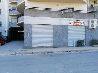 Locale Commerciale in Vendita a Canosa di Puglia via Alcide de Gasperi