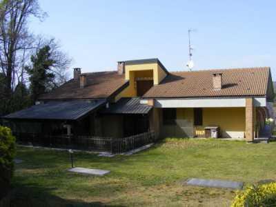Villa in Vendita a Castelletto Sopra Ticino via Beati