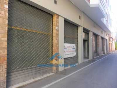 Locale Commerciale in Affitto a Teramo via Cesare Battisti Centro