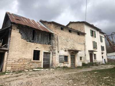 Rustico Casale in Vendita a Bosco Chiesanuova Contrada Tezza