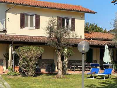 Villa Singola in Vendita a Carrara Fossone