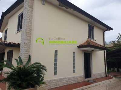 Villa Singola in Vendita a Cisterna di Latina via Dante Alighieri