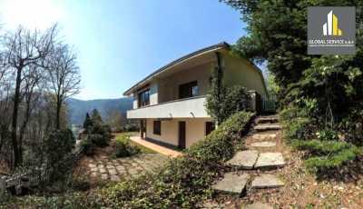 Villa in Vendita a Valganna via Parcheggio Valganna