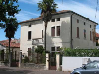 Palazzo Stabile in Vendita a Bassano del Grappa via Velo