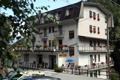 Palazzo Stabile in Vendita a Bognanco via Guglielmo Marconi San Lorenzo