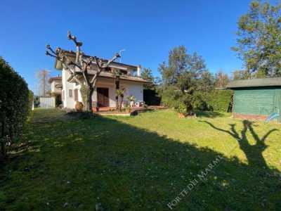 Villa in Vendita a Forte Dei Marmi via Alessandro Volta 76