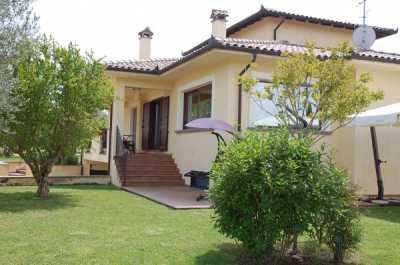 Villa in Vendita a Viterbo Strada Cassia Sud 76