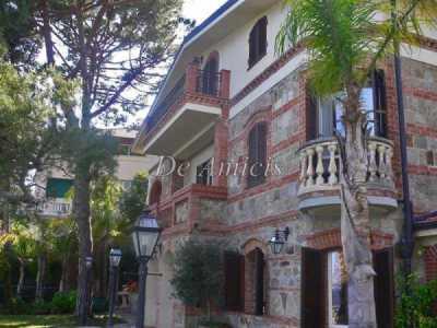 Villa in Vendita a Sanremo Corso Guglielmo Marconi