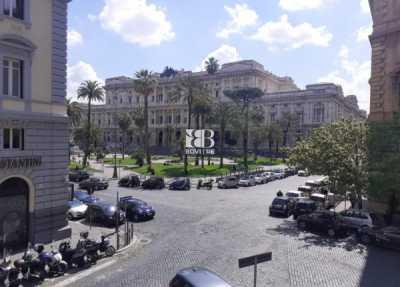 Appartamento in Vendita a Roma via Crescenzio