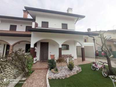 Villa in Vendita a Porto Viro Corso Risorgimento