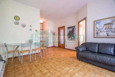 Appartamento in Vendita a Gorla Minore via Giuseppe Garibaldi