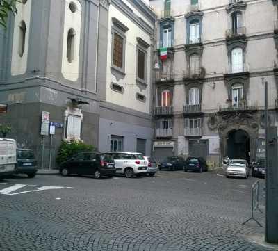 Bilocale in Vendita a Napoli via Duomo San Lorenzo Centro Duomo
