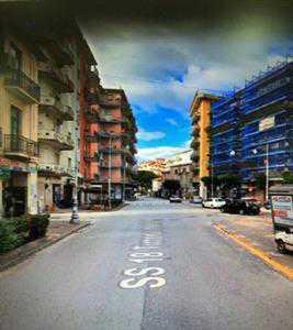Locale in Affitto a Salerno Pastena