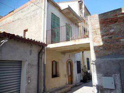 Pentalocale in Vendita a Nizza di Sicilia