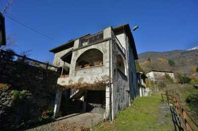 Villa in Vendita a Berbenno di Valtellina Crotti