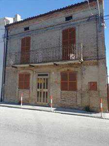 Esalocale in Vendita a Castel Frentano