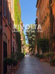 Locale Commerciale in Vendita a Roma via Margutta