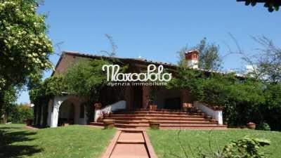 Villa Singola in Affitto a Forte Dei Marmi via Marco Polo, Centro